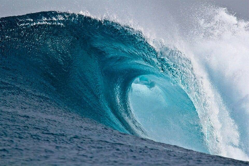 Large breaking wave 1